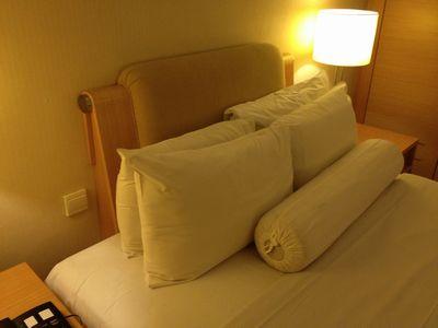 マレーシア_ホテルの枕.jpg